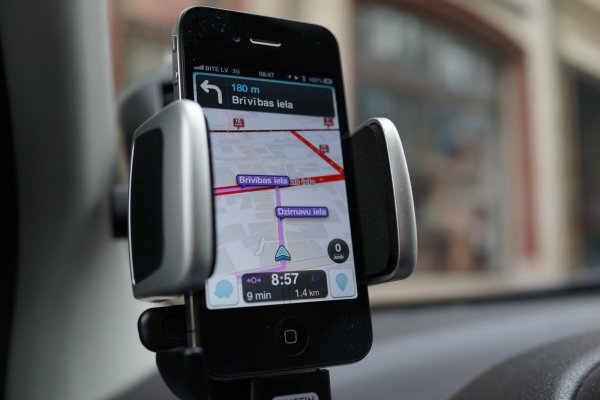 Waze App on a Windshield Mounted Smart Phone