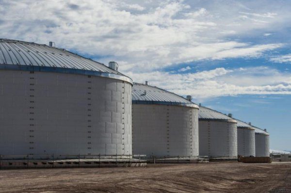 Molten Salt Thermal Energy Storage Tanks - Solana Generating Station
