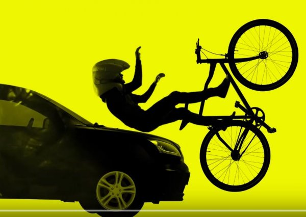 Car Collision with Cyclist Wearing Hovding Airbag Helmet